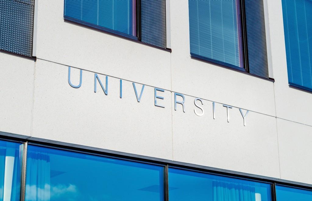 Uso de equipamiento reacondicionado en las universidades españolas